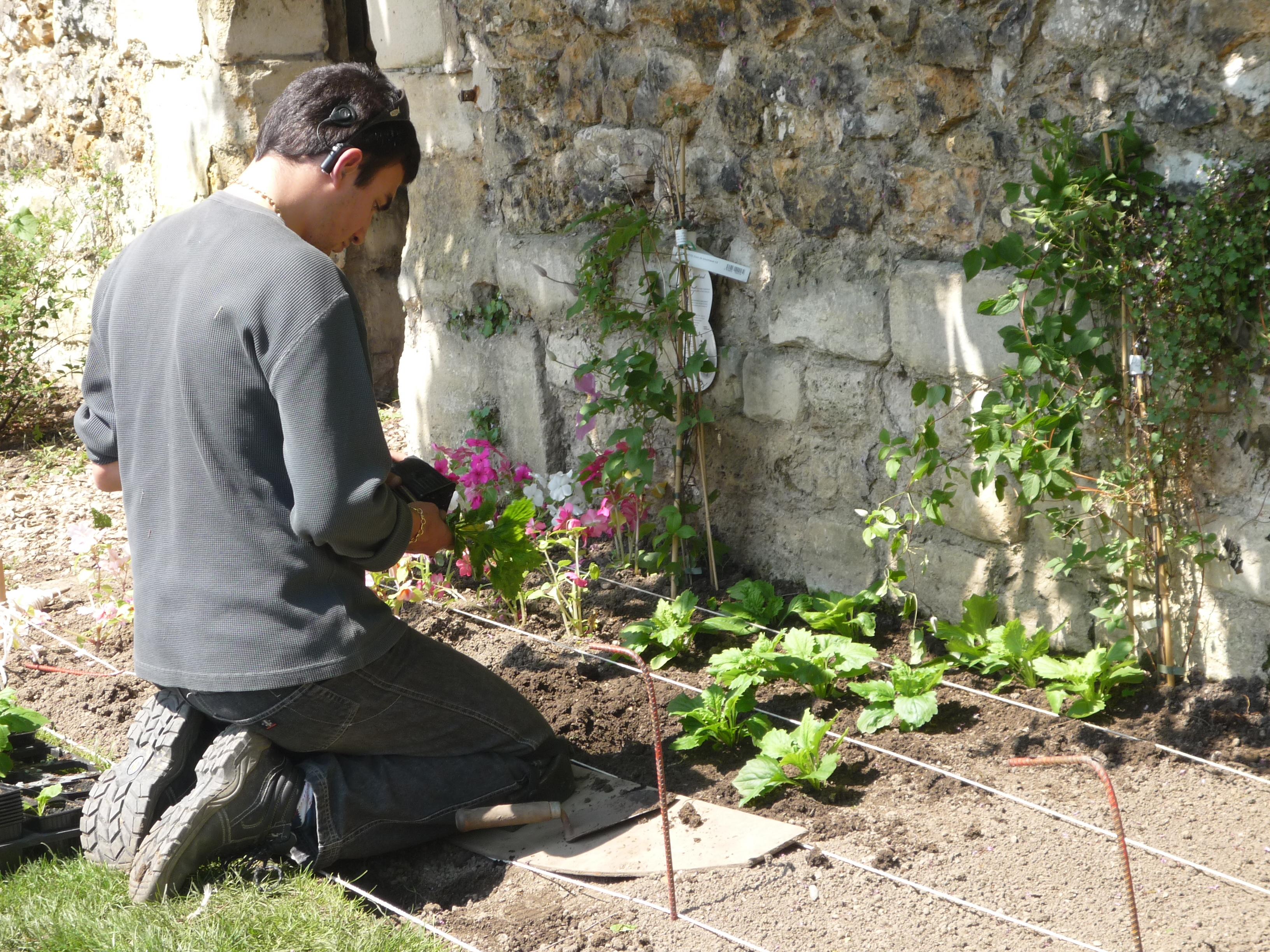 L gant formation jardinier paysagiste id es de salon de for Site de paysagiste