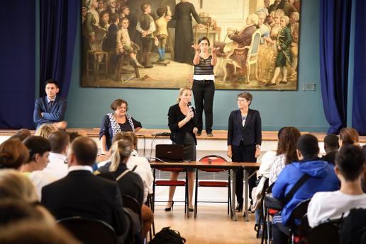 Mme Hémery fait son discours de bienvenue.