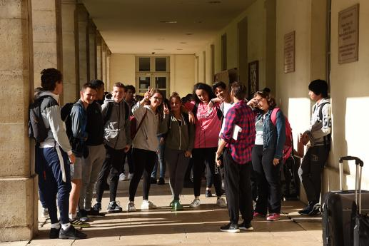 Les élèves de l'INJS heureux de reprendre les cours.