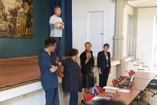 Mme Hémery passe la parole à l'équipe pédagogique et éducative.