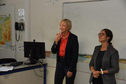 Mme Sophie Cluzel, Secrétaire d'Etat en charge des personnes handicapées, visite une classe du collège..