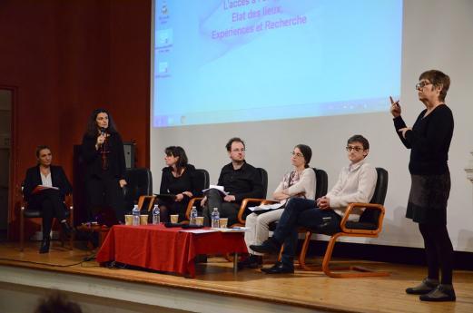 Les intervenants de la conférence - Elodie Hémery (directrice de l'INJS de Paris), Andréa Benvenuto (EHESS)  Marie Coutan (EHESS) Pascal Marceau (FNSF)  Sophie Dalle-Nazébi (sociologue), Sylvain Kerbouc'h (sociologue) et la traductrice LSF